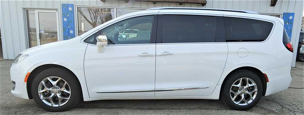Pre-Owned 2017 Chrysler Pacifica Limited Van