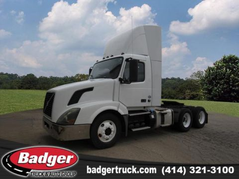 Pre-Owned 2012 Volvo VNL64T